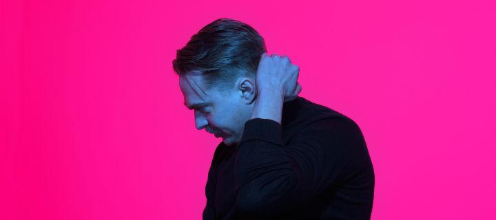 Neuer Stoff von Olsson! Wenige Monate nach seinem Album gibt es es zur Herbst-Tour eine EP mit vier neuen Tracks.