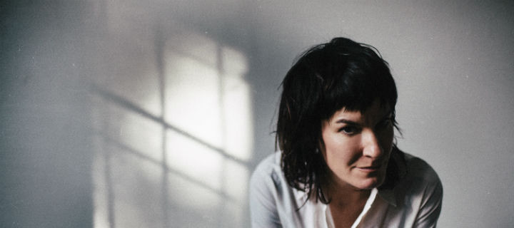 "Jen Cloher überrascht mit Solo-EP  ""Live at The Loft and Loew's"""