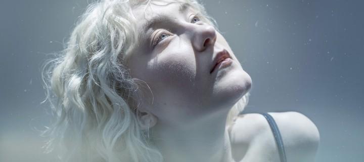 """NOVAA: Gewinnerin des """"New Music Awards"""" enthüllt weitere Single aus ihrem kommenden Debütalbum!"""