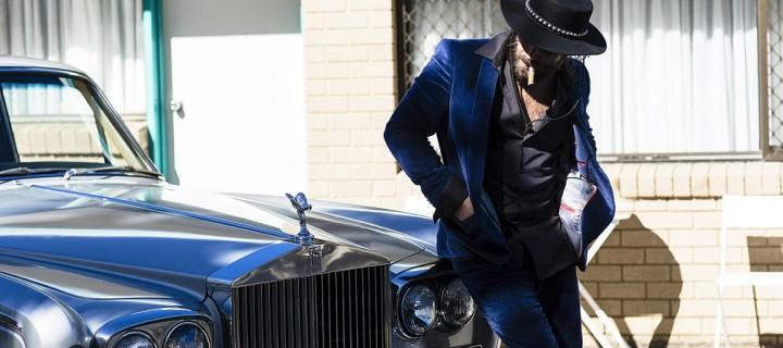 """Dope Lemon: Angus Stone streut mit """"Salt & Pepper"""" die nächste Single des neuen Albums seines Soloprojekts unter's Volk!"""