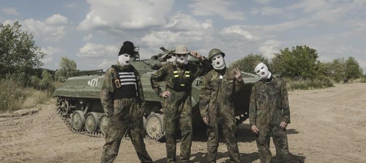 Sarkastisch-kritische Auseinandersetzung mit der Bundeswehr: BLUTHUND präsentieren ihre neue Single!