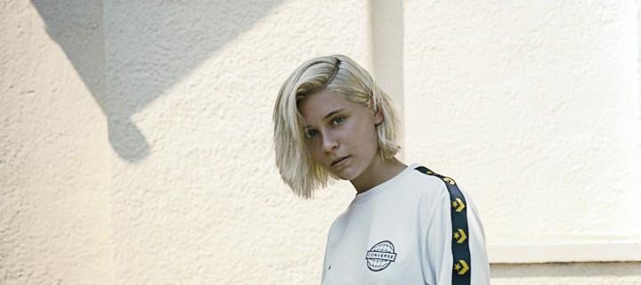 """Emma McGrath: Queere Künstlerin lenkt ihre Wut in """"Mad About It"""" in hymnische Sphären – neue EP im nächsten Jahr!"""