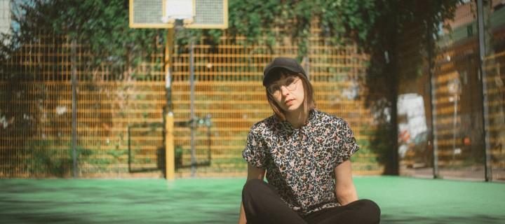 """klebe veröffentlicht ihre Single """"Es ist Frühling""""! Ein Track, mit ordentlich Tiefgang und viel Gefühl! Das Video gibt es ab jetzt zu sehen."""